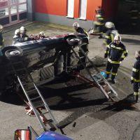 Übung Verkehrsunfall Eingeklemmte Person